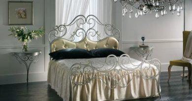 фото кровати кованой в спальне